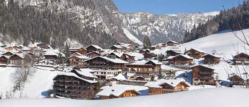 france_portes-du-soleil_morzine_view-of-village.jpg
